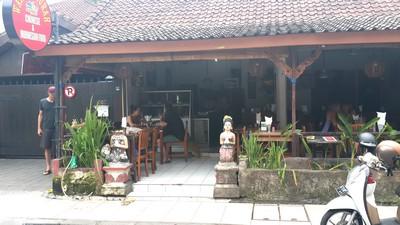 Bon plan à Bali : le resto Warung Murah à 1 euro! La façade.