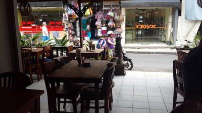 Bon plan à Bali : le resto Warung Murah à 1 euro! La salle.