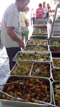 Partir en Orient pour le festival végétarien de Penang. Buffet.