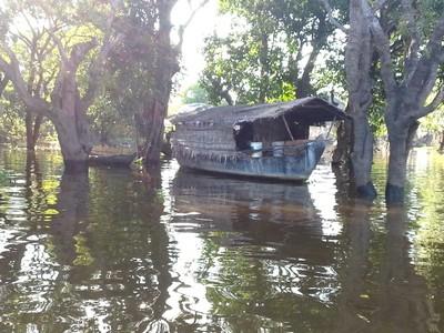 Tonlé Sap le lac du Mékong classé par l'UNESCO. Embarcation