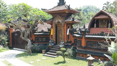 Découvrir Bali autrement : cascade de plaisir, histoire d'O. Maison à batulantang