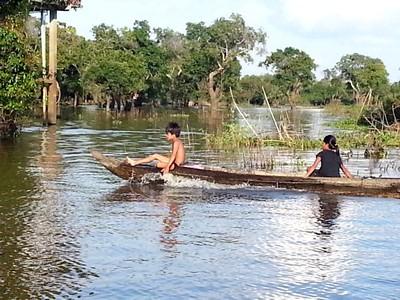 Tonlé Sap le lac du Mékong classé par l'UNESCO. Pirogue