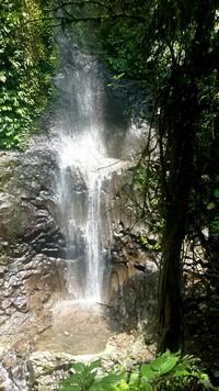 Découvrir Bali autrement : cascade de plaisir, histoire d'O. La plus petite cascade de Nungnung