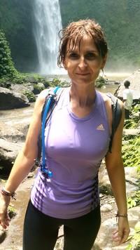 Découvrir Bali autrement : cascade de plaisir, histoire d'O. Valérie à Nungnung