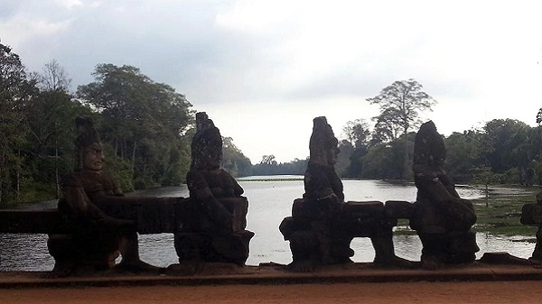 Empire Khmer : magie des temples d'Angkor au Cambodge Vue d'Angkor