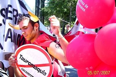 Torture et barbarie à Pampelune : corrida basta! Peace and love