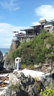 Bali plage : la péninsule, Jimbaran, Bukit, Nusa Dua. Village Uluwatu