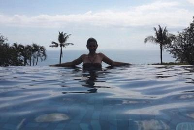 Bali plage : la péninsule, Jimbaran, Bukit, Nusa Dua. Valerie à l'Ayana