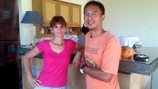 Widhi, interview d'un hindou dans la ville. Valerie et Widhi