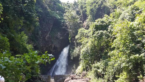 Lovina : plages, spots de plongée, dauphins et cascades Cascade Sing Sing