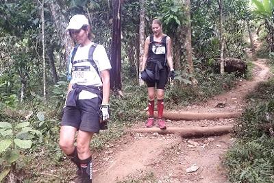 Mont Rinjani, compétition ultra trail 2013 à Lombok La descente de Val et Delphine