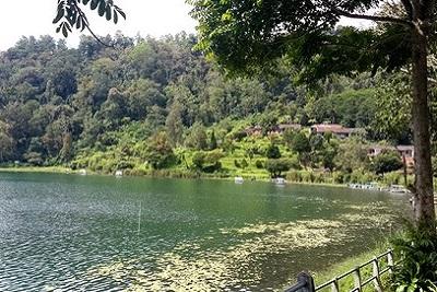 Lovina : plages, spots de plongée, dauphins et cascades Lac à Bedugul