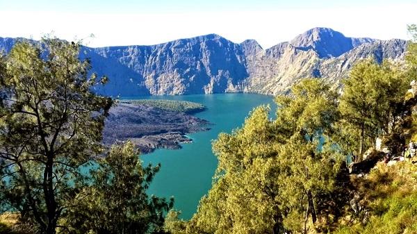Mont Rinjani, compétition ultra trail 2013 à Lombok Le lac au sommet