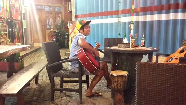 Lovina : plages, spots de plongée, dauphins et cascades Warung music
