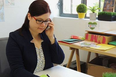 Hélène en plein travail pour l'annuaire web végétarien Vegan France fr