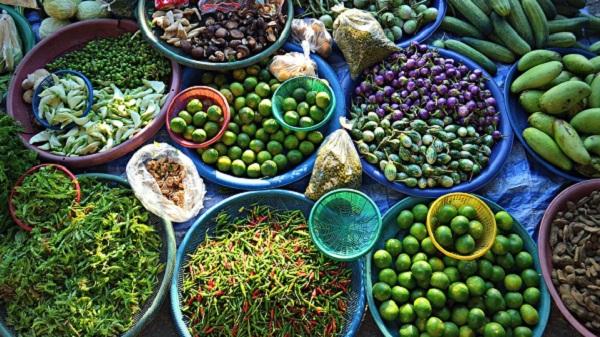 Voyager en Thaïlande en étant végétarien ou végétalien. Un marché