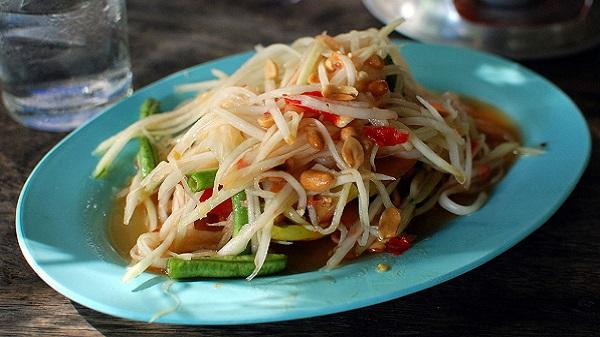 Voyager en Thaïlande en étant végétarien ou végétalien. Som tam Thaï