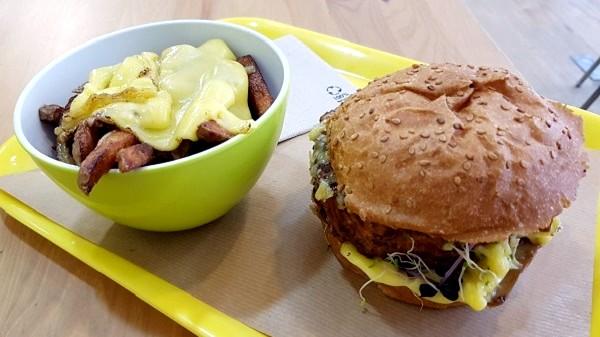 Furahaa Break un restaurant Bio Vegan qui créé du lien et qui fait du bien! Burger