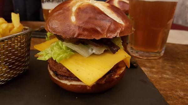 On découvre le burger vegan au restaurant